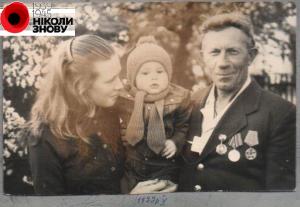 Микола Ляхович з тіткою і дідусем Миколою Кононовичем (1977р)